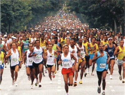 Corrida de São Silvestre, a mais tradicional corrida da América Latina, realizada no dia 31 de dezembro, na Av. Paulista, em São Paulo